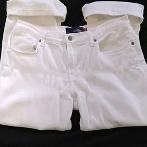 TODAY ONLY!!!!!Roxy White Capris Size 7